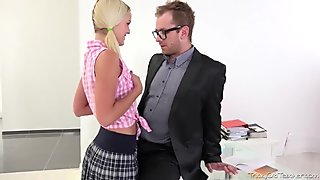 Tricky Old Teacher - One look at how Veronika's tits