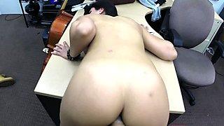 Brunette babe pawns her vagina and boned