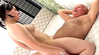 Mature mommy with king sized booty rides geezer's flabby dick on top